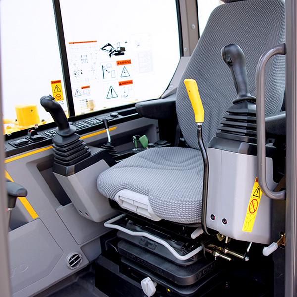 EW60E-vue-interieure-de-la-cabine