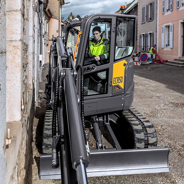 Pelle compacte ECR50 génération F : Disponibilité et faibles coûts d'entretien
